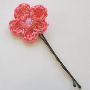 Crochet Hair Using Bobby Pin : Crochet Spot ? Blog Archive ? Crochet Pattern: Flower Hair Pin ...