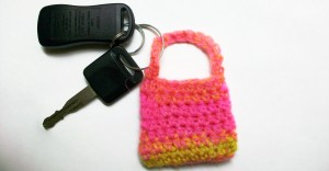 laughing purple goldfish designs: easy peasy crochet bag