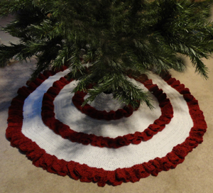 click here to see full pattern - Pattern For Christmas Tree Skirt