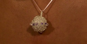 crochet_wire_ball_pendant
