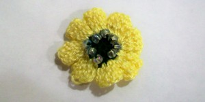 crochet_beaded_flower_accent