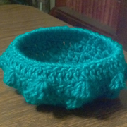 This little bowl is made with the bobble bowl pattern.