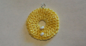 crochet_beaded_circle_pendant