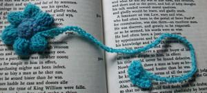 crochet_puffy_flower_bookmark