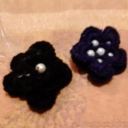 Faiza also crocheted some flowers and added beads.