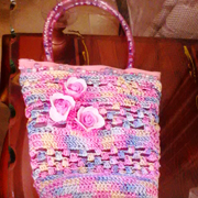 Faiza finished this lovely pink bag with handles.