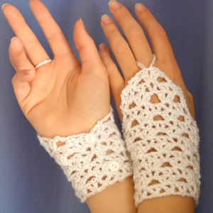 crochet glamour lace wristers