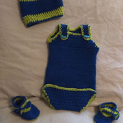 Susanne crocheted this blue baby outfit.