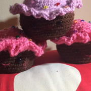 Christine crocheted these 3 cute cupcakes.