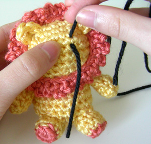 How to... Make Amigurumi Eyes with Yarn | Yeux crochet, Animaux d ... | 287x300