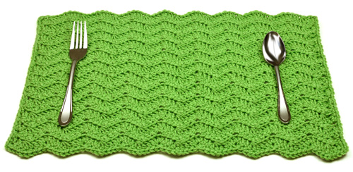 crochet-solid-chevron-placemat