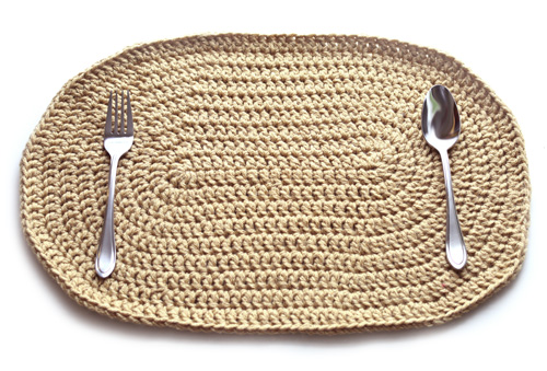 crochet-double-stranded-oval-placemat